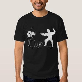 I.T. Camiseta oscura unilateral de la supremacía Remera