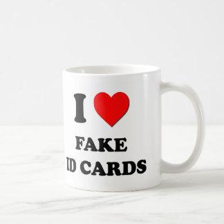 I tarjetas falsas de la identificación del corazón tazas de café