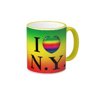 I taza de la N.Y. del amor del arco iris del coraz