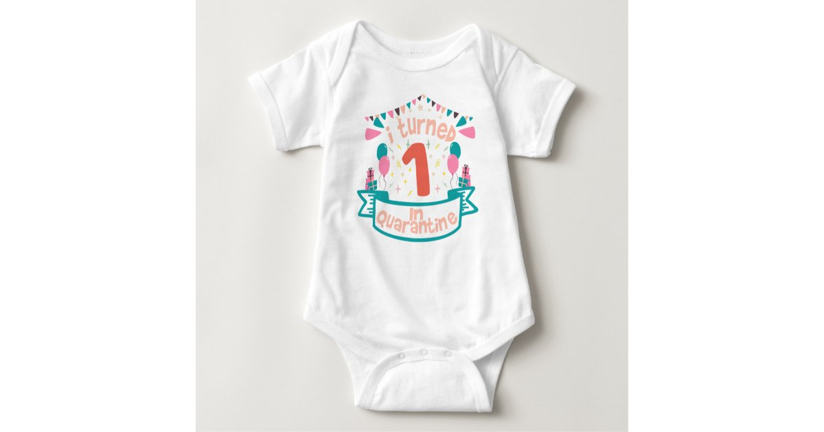 One year old and already lived thru quarantine \\ 1 year birthday gift in 2020  baby b-day humour Christmas gift T-Shirt
