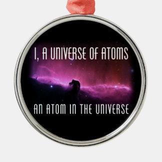 I, un universo de átomos.  Un átomo en el universo Adorno Navideño Redondo De Metal
