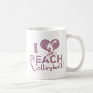 I voleibol de playa del corazón taza
