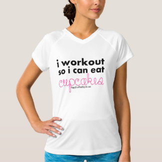 i workout so i can eat cupcakes T-Shirt