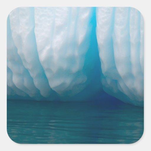 Icebergs de la visión en azul en el canal de colcomania cuadrada
