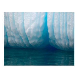Icebergs de la visión en azul en el canal de postales