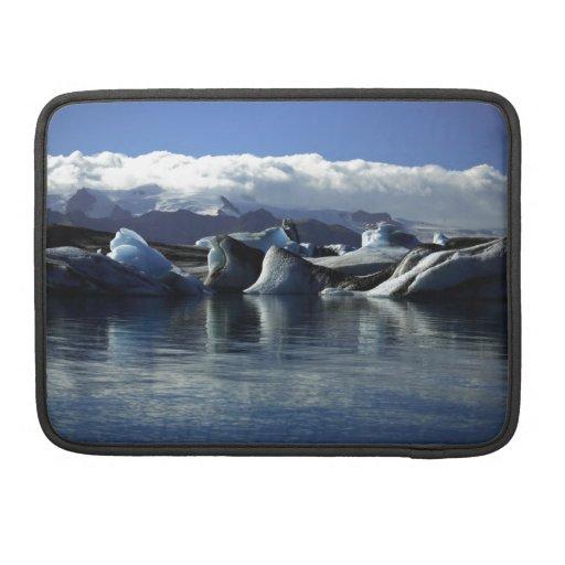 Icebergs negros y azules, Islandia Funda Para Macbooks
