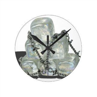 IceBlocksBarbedWire083114 copy.png Reloj Redondo Mediano