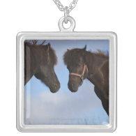 Icelandic horses facing each other pendants