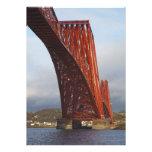 Icónico adelante cerque el puente con barandilla anuncio
