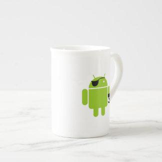 Icono androide del robot como pirata taza de porcelana