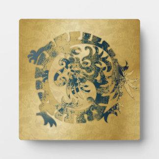 Icono azul del dragón en el oro - 1NBG - placa