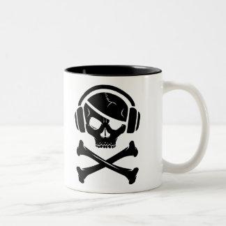 Icono de la piratería anti-RIAA del pirata de la m Taza De Café