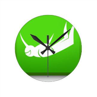Icono del buceador del cielo reloj redondo mediano