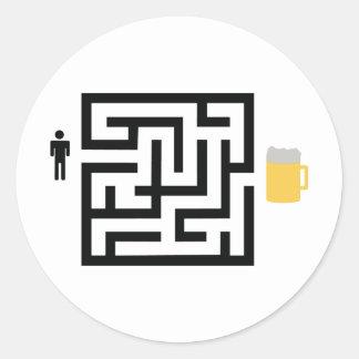 icono del laberinto de la cerveza etiquetas redondas