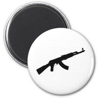 icono negro del ak 47 del arma imán redondo 5 cm