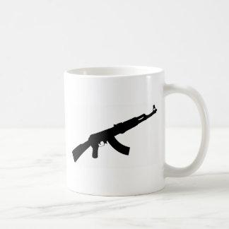 icono negro del ak 47 del arma taza