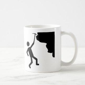icono que sube del escalador del freeclimber del m tazas de café