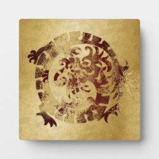 Icono rojo del dragón en el oro - 1 - placa