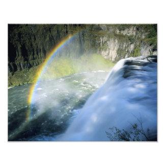 Idaho. LOS E.E.U.U. Arco iris en aerosol sobre el  Cojinete