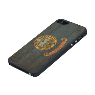 Idaho State Flag on Old Wood Grain Carved® Maple iPhone 5 Slim Case