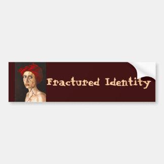 Identidad fracturada etiqueta de parachoque