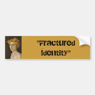 Identidad fracturada en oro pegatina de parachoque