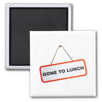 Ido a almorzar imán cuadrado