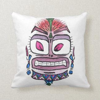 Ídolo malvado - caricatura tribal de la acuarela cojín