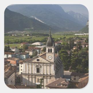 Iglesia colegial por mañana Arco Trento Calcomanía Cuadrada