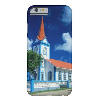 Iglesia colorida en la isla de Tahaa en Funda De iPhone 6 Barely There