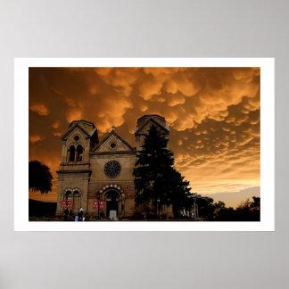 Iglesia con las nubes siniestras póster