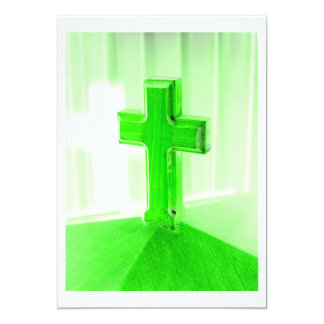"""Iglesia cruzada de madera verde de la imagen de la invitación 5"""" x 7"""""""