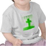 Iglesia cruzada de madera verde de la imagen de la camisetas