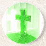 Iglesia cruzada de madera verde de la imagen de la posavasos manualidades