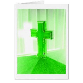 Iglesia cruzada de madera verde de la imagen de la tarjeta pequeña
