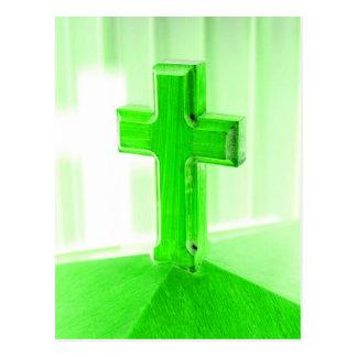 Iglesia cruzada de madera verde de la imagen de la postales