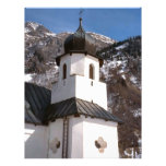 Iglesia de la montaña en la nieve membrete a diseño