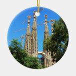 Iglesia de Sagrada Familia en Barcelona, España Adorno Navideño Redondo De Cerámica