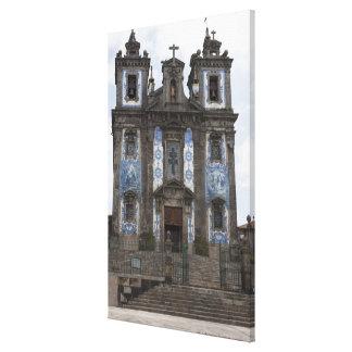 Iglesia de Santo Ildenfonso con los paneles de la  Lona Envuelta Para Galerias