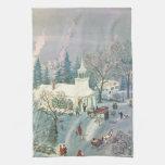 Iglesia del navidad del vintage en nieve con la toallas