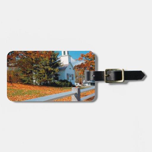 Iglesia del otoño en el esplendor Nueva Inglaterra Etiquetas Para Equipaje