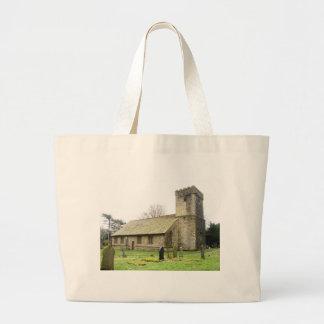 Iglesia del pueblo bolsas