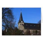 iglesia en la primavera temprana 2 tarjeta pequeña