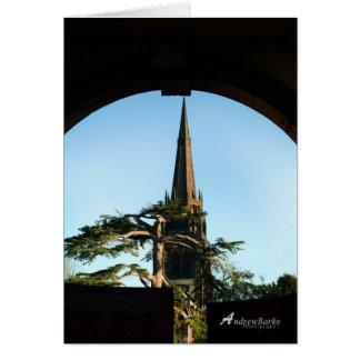 Iglesia en la tarjeta de cumpleaños de la puerta