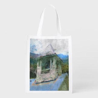 Iglesia en las montañas bolsa reutilizable
