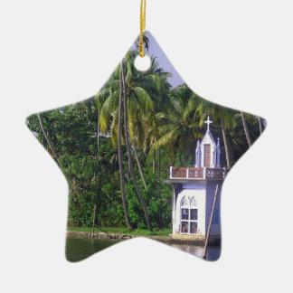 Iglesia en orilla adorno de cerámica en forma de estrella