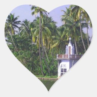 Iglesia en orilla pegatina de corazon