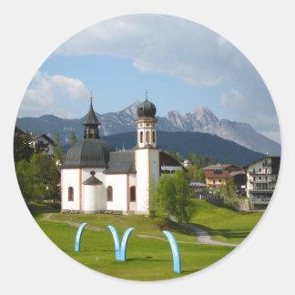 Iglesia en Seefeld, pegatina redondo de Austria