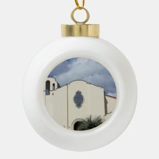 Iglesia española del estilo adorno de cerámica en forma de bola
