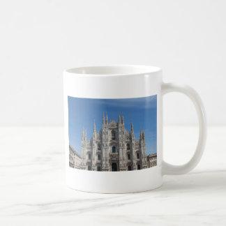 Iglesia gótica de la catedral de Milano de los di  Taza